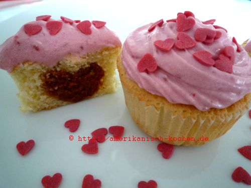 himbeer vanille cupcakes f r den valentinstag rasberry vanilla cupcakes for valentine 39 s day. Black Bedroom Furniture Sets. Home Design Ideas