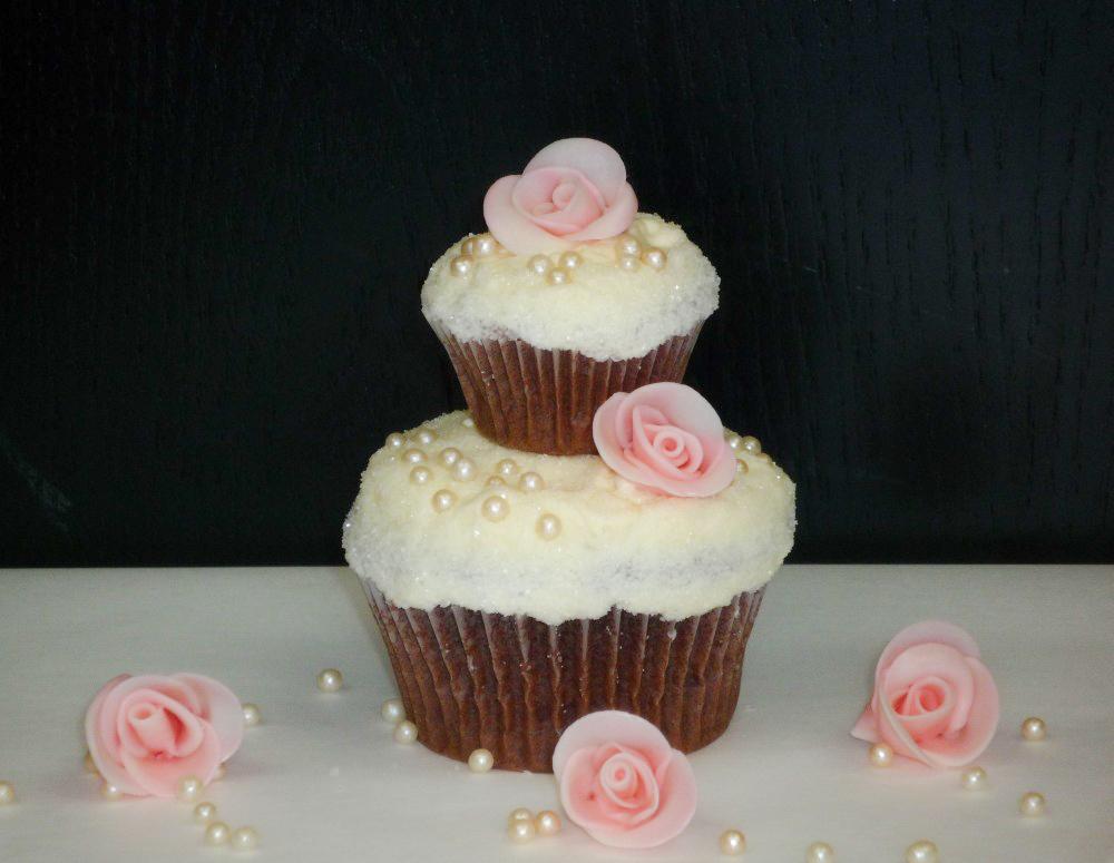 Bild von selbstgemachten Hochzeits Cupcakes