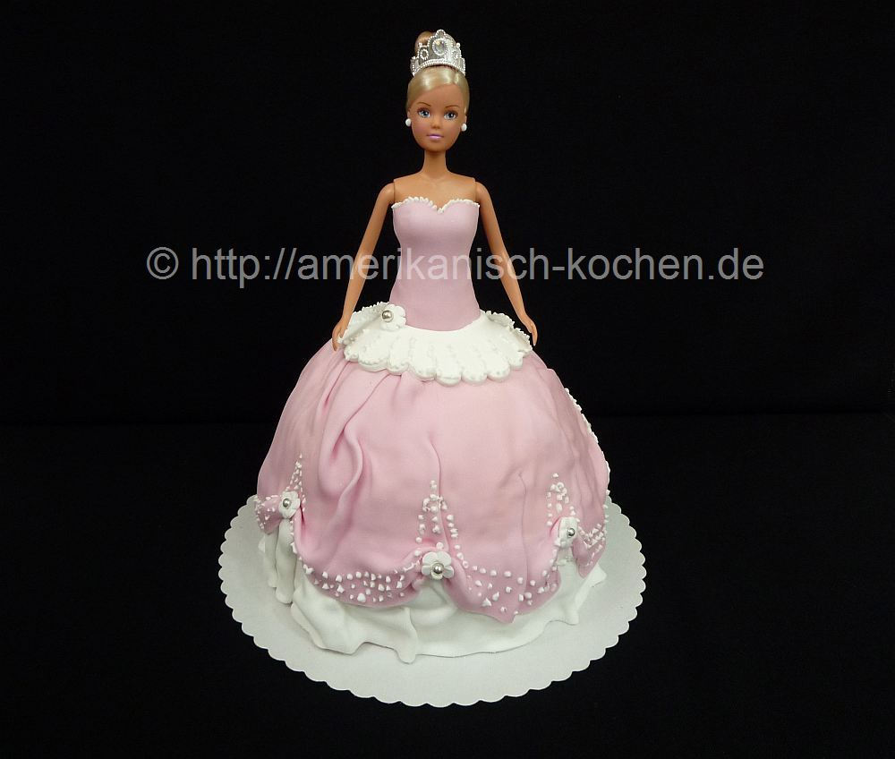 barbie girl barbie in einer torte. Black Bedroom Furniture Sets. Home Design Ideas