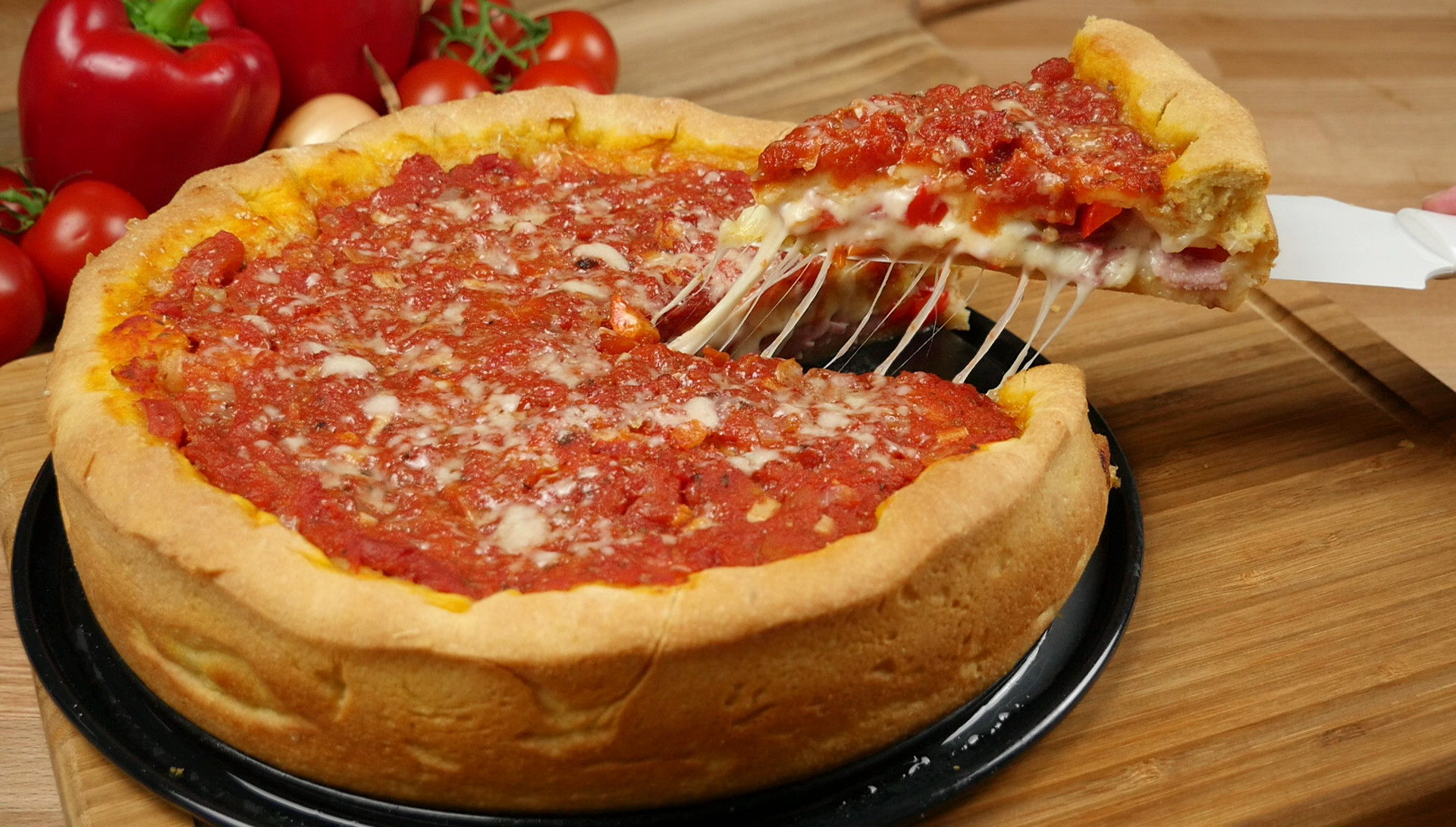 Chicago style deep dish stuffed pizza amerikanisch for Afrikanisch kochen
